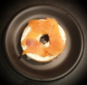 Recette du bagel saumon fume avocat et tomates 3
