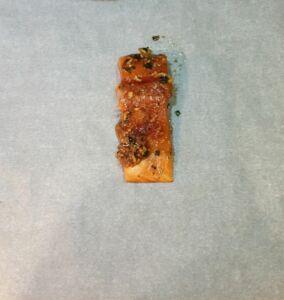 Papillote de saumon mariné