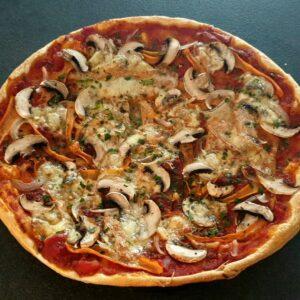 Tarte façon pizza aux légumes et munster-morbier