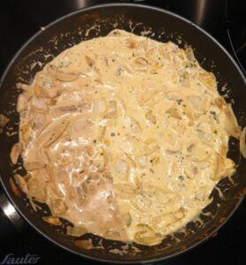 Saumon au curry rouge, lait de coco et coriandre