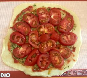 Tarte à la tomate au pesto