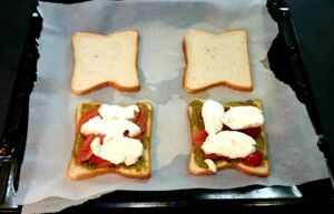 Croque-monsieur pesto, tomate, mozzarella